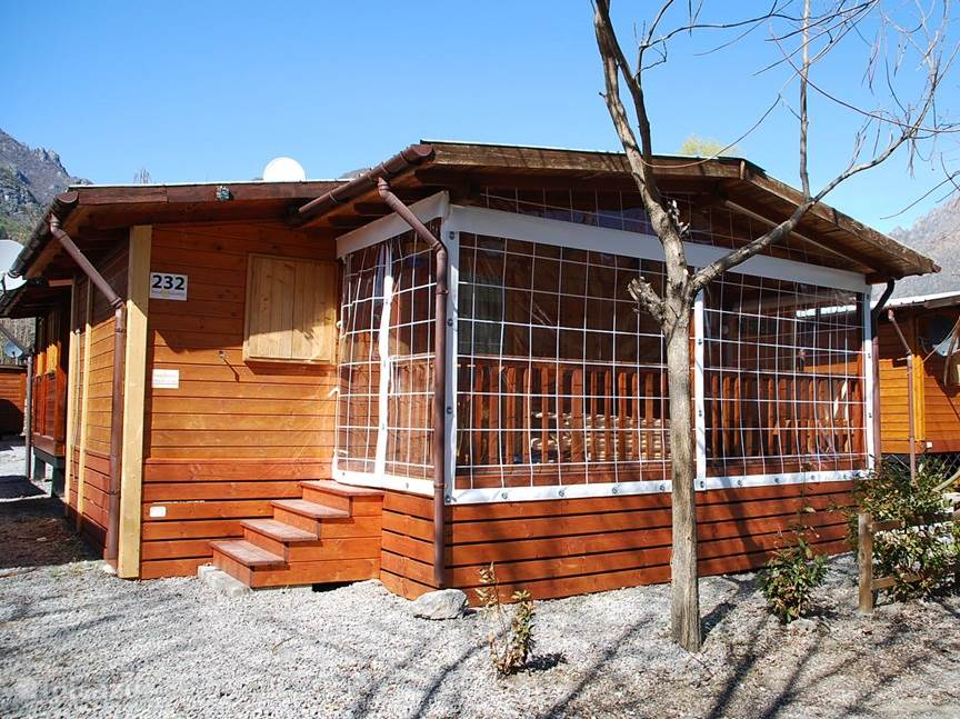 Chalet Napoli D, pretty close to the lake. The veranda is closeable with a plastic curtain that can close when it is a bit cooler.