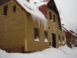 Skiing in the Czech Ore Mountains and enjoy a comfortable, detached holiday home.