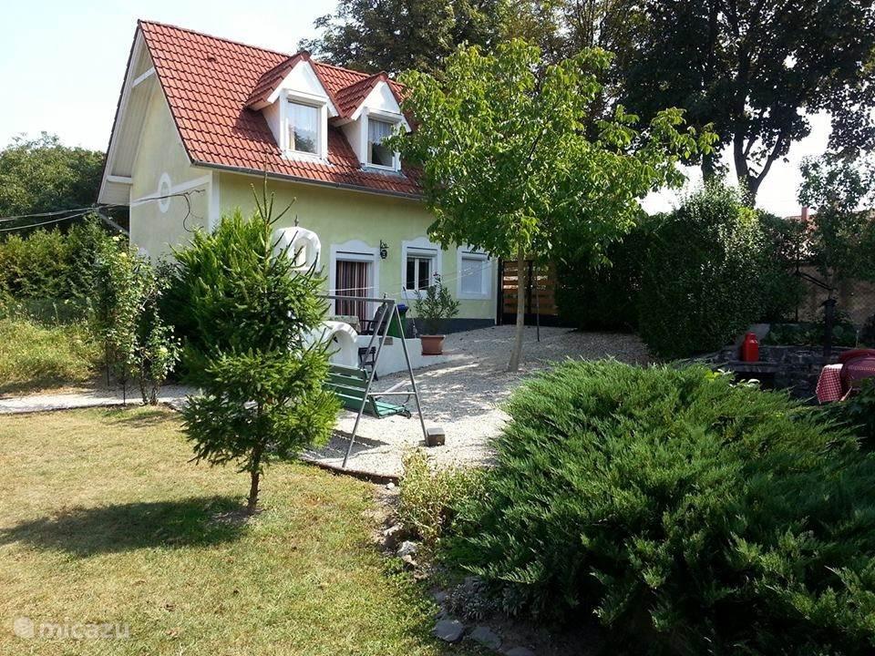 Vacation rental Hungary, Lake Balaton, Badacsonytordemic holiday house Iskola