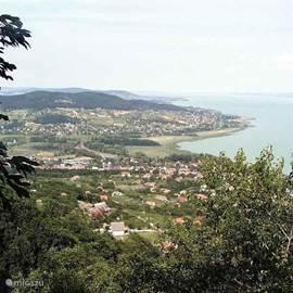 uitzicht vanaf de berg Badacsony, hier kan men prachtige wandelingen maken