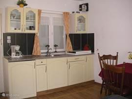 de kitchenette is niet groot maar alle benodigheden zijn aanwezig