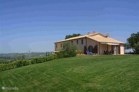 Vakantiehuis Italië, Marche, San Lorenzo In Campo - vakantiehuis Casale Aristide
