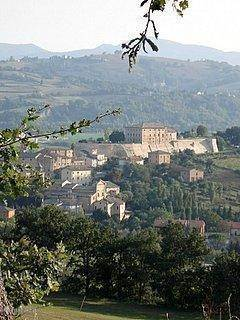 San Lorenzo in Campo vanaf Borgo Roncaglia gezien