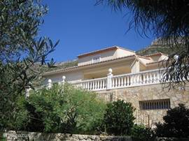 Villa gelegen achter de olijfgaard