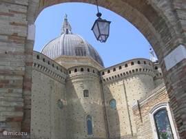 Loreto met z'n bekende Basiliek. Het Lourdes van Italie.