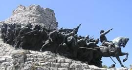 Castelfidardo: de bronzen beeldengroep van Garibaldi en zijn leger.