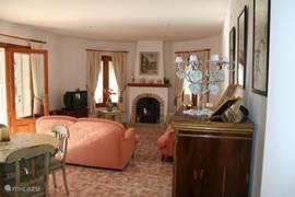 De gezellige woonkamer, sfeervol en comfortabel, Sat. TV, Hifi  etc. allemaal aanwezig.