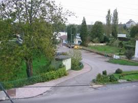 Uitzicht voor (ingang Lac Vert, meer a.d. overkant v.h. huis)