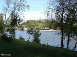 Lac Vert (een meer a.d. overkant)