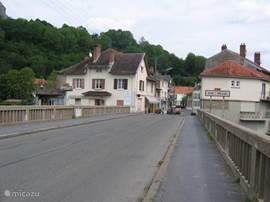 De brug over de Maas, overgang Doulcon/ Dun sur Meuse