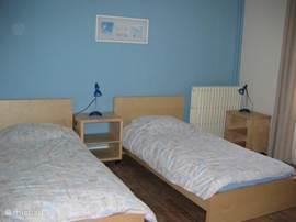 Slaapkamer met 2 éenpersoons bedden