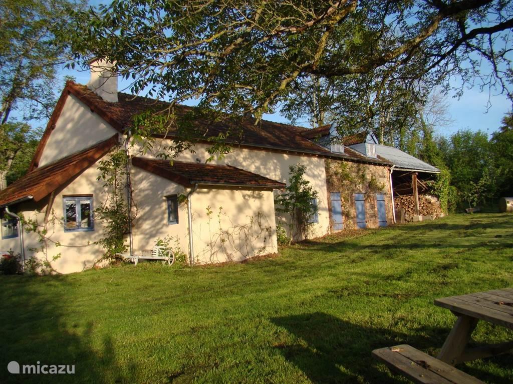 Vacation rental France, Allier, Arfeuilles Farmhouse La Goutte Bruyère
