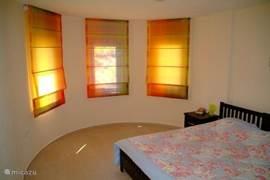 masterbedroom met eigen badkamer