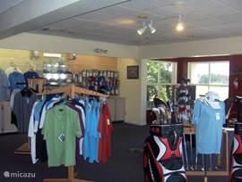 Een kijkje in golfshop op Wedgefield.