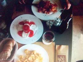 Heerlijk smullen van een primi piatti plus glas Brunello in Montalcino