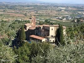 Uitzicht op Scrofiano een dorpje op een heuvel 5 km van Podere Albeese