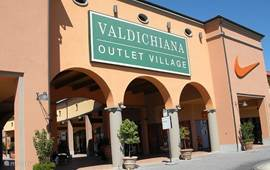 Voor wie een keer leuk wil shoppen vindt in Val di Chiani Outlet Village altijd iets van zijn gading met vaak aantrekkelijke korting op design en merkkleding