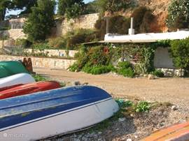 Strand van Villa Gadea lekker zwemmen,snorkelen of tapas eten bij de chirinquito's
