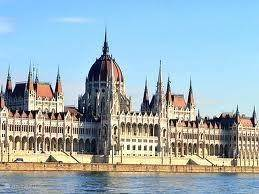 parliament building with the largest area of ??Europe