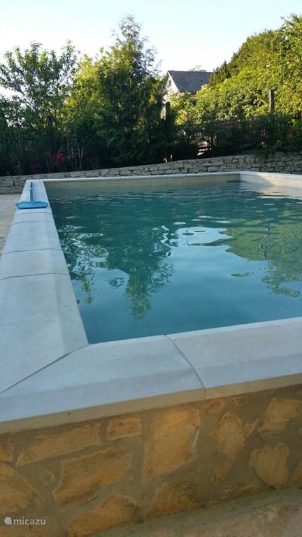 Het zwembad is 8 x 4 m , diep 1.30 m. Heerlijk elke dag zwemmen in je eigen privé zwembad.