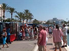 De markt, elke woensdag & zondag. Op 5 min. lopen.