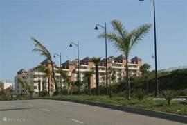 Het complex gezien vanaf de weg