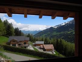 uitzicht uit het keukenraam als je richting Rhônedal kijkt