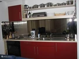 De goed uitgeruste keuken