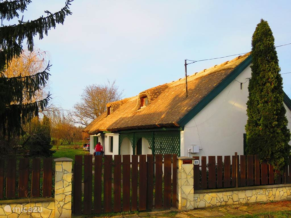 The thatched roof winter 2014/15 has had a makeover and looks completely neat!
