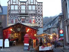 Additional pictures of CHRISTMAS in Durbuy. It seems like every year recovering more stalls and decorations ...