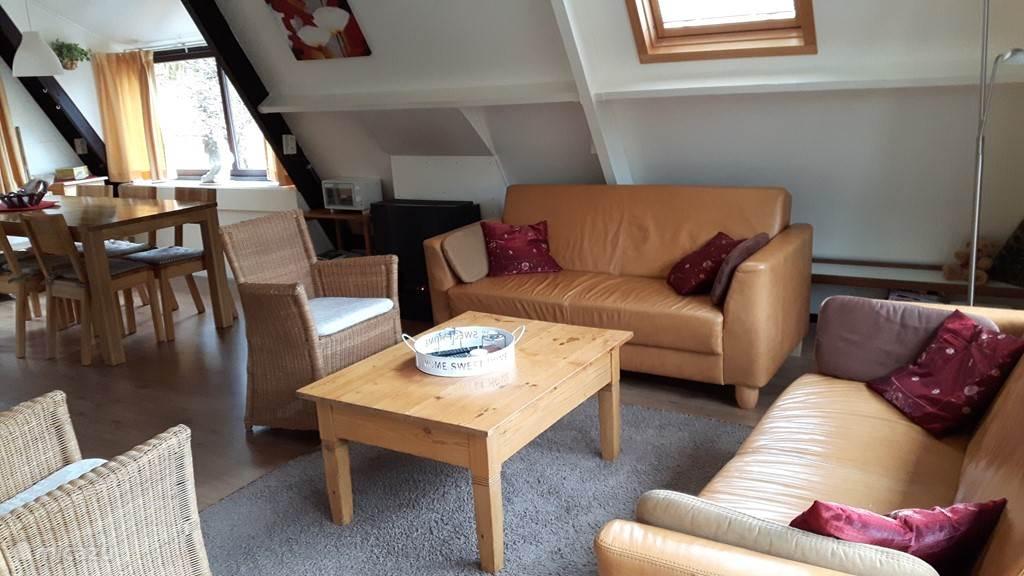 Een extra overzicht van de woonkamer: gezellig en heerlijk licht
