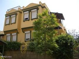 Het park bevat meerder huizen van voornamelijk Nederlandse eigenaren. Er zijn verschillende niveaus