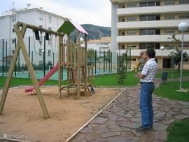 Kinderspeeltuintje bij het zwembad