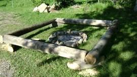 Genieten bij het kampvuur. Maak ook gebruik van het grillrooster om te barbecueën boven een houtvuur.