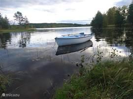 Bij het huis is een schattige rooiboot genaamd Löv. Geweldig om alle kleine eilandjes te verkennen. Ook zijn er twee fietsen bij het huis.