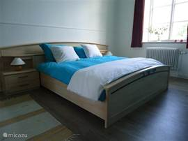 Alle vijf appartementen hebben een ruime slaapkamer met groot tweepersoonsbed en veel kastruimte.