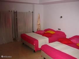 Masterbedroom met kingsize bedden