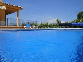 Superluxe villa met verwarmd zwembad, prachtig gelegen met uitzicht over zee en bossen. Ideaal voor een vakantie met 2 gezinnen.