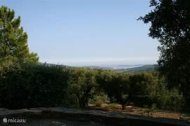 uitzicht over Middellandse Zee vanaf hoofdterras