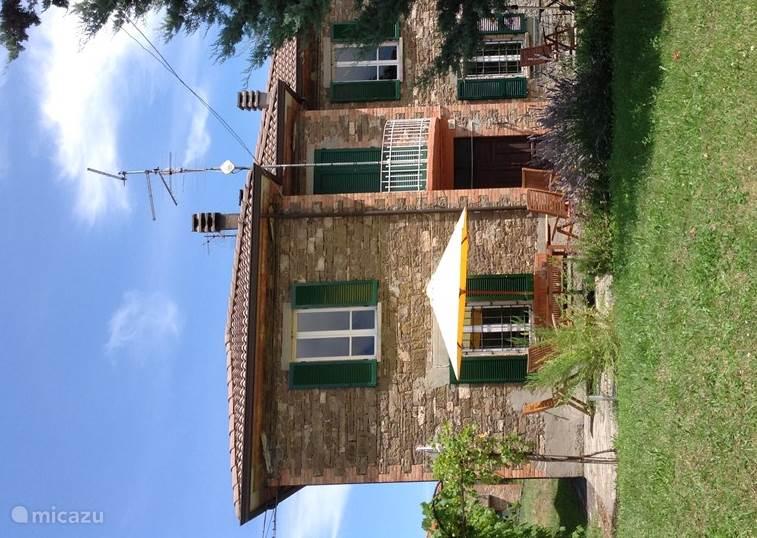 Vacation rental Italy, Emilia-Romagna, Varsi holiday house Casa La Bazza