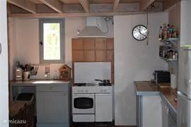 onze uiterst compleet ingerichte zeer ruime keuken