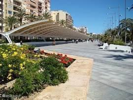 gerenoveerde wandelpromenade nabij jachthaven van Torrevieja