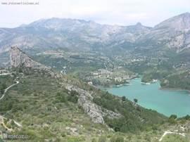 Stuwmeer van Guadalest, nabij Benidorm (45 minuten rijden)