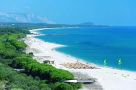 Uw woning ligt naast de PerdePera Beach Resort, zie pijl.