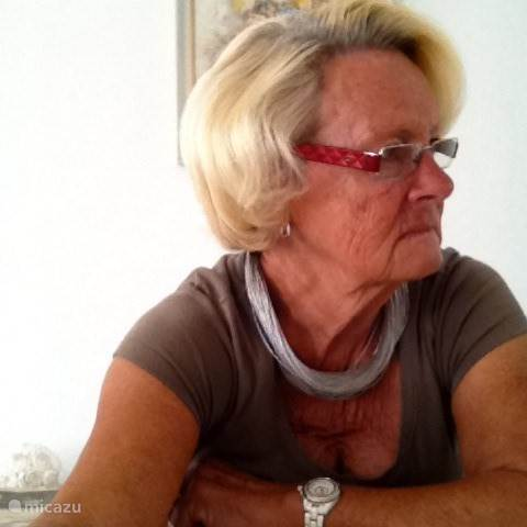 Yvonne Houps
