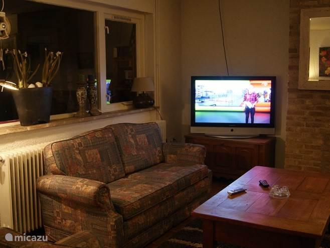 breedbeeld tv in woonkamer