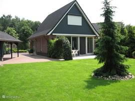 Voor een rustgevende vakantie in de Achterhoek. De bungalow is gelegen in een nabij het natuurgebied het Korenburger veen in het Winterswijkse Rommelgebergte. Dit is een ideale locatie voor fiets- en wandel plezier met veel bezienswaardigheden.Lid VVV