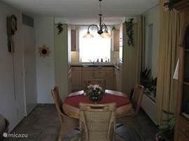 Keuken voorzien van vaatwasser,comb magneetron,koelkast,4,pitskookplaat,diepvriezer,ect