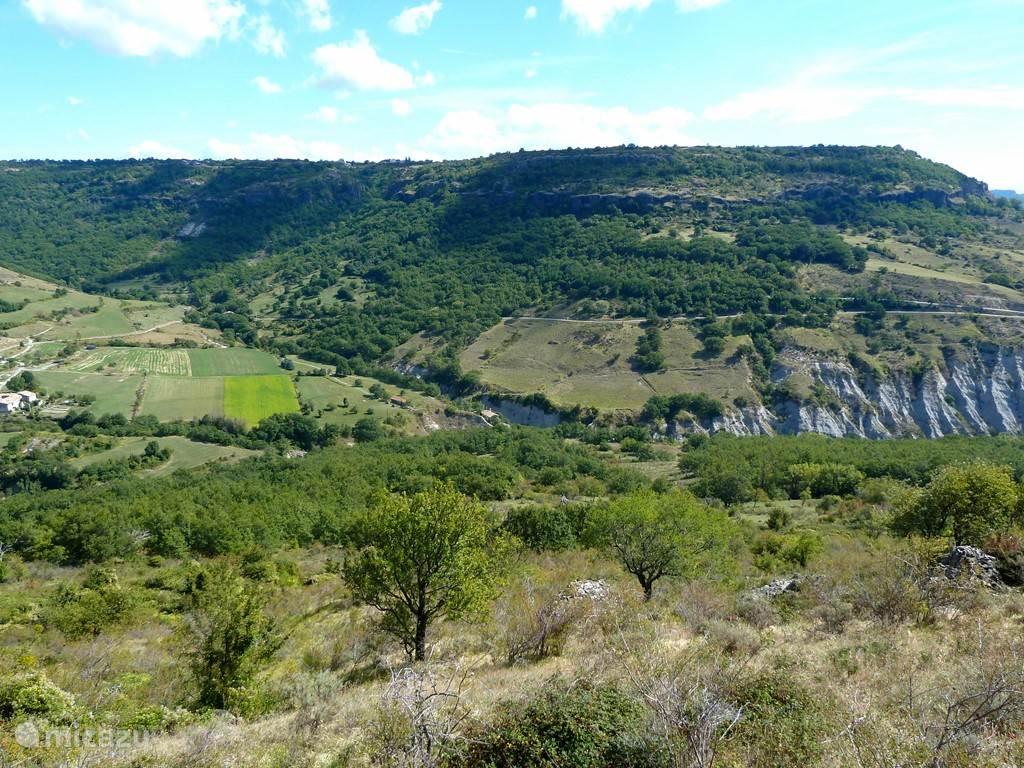 De vallei vanuit het zuidwesten.