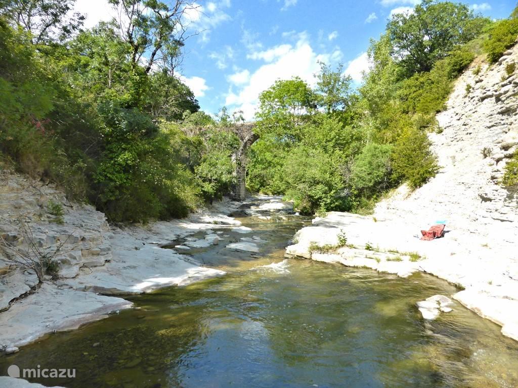 Van april t/m oktober is het warm genoeg om te zwemmen of te zonnebaden.